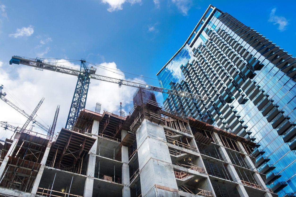 beeld van een pre-construktioneel condo in miami met een blauwe lucht op de achtergrond